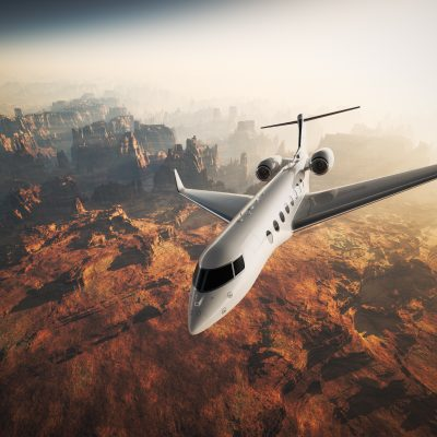 Photo White Glossy Luxury Generic Design Private Jet Flying in Sky under Earth Surface.Grand Canyon Background Sunrise. Business Travel Picture.Horizontal,Top Angle View.Film Effect. 3D rendering